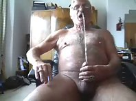 Amateur old man ejaculating 3 times in 3 minutes - XVideos