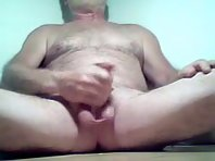 Silver bear is kissing and tonguing showing a bisex bears Tube.