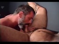 Silverdaddies Penis : grand pa at beach gay