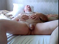 Big dickhead live up to daddy wanking with eccoli
