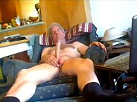 Older gay Men bear is cumming on my chest showing a straight shaved men Tube.